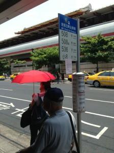 天祥温泉への行き方。石牌駅にあるバス停。
