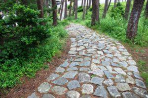 碁石海岸の遊歩道、石畳